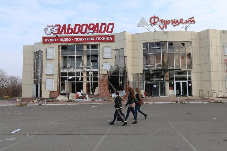 Луганск продолжал жить несмотря на раны и страх