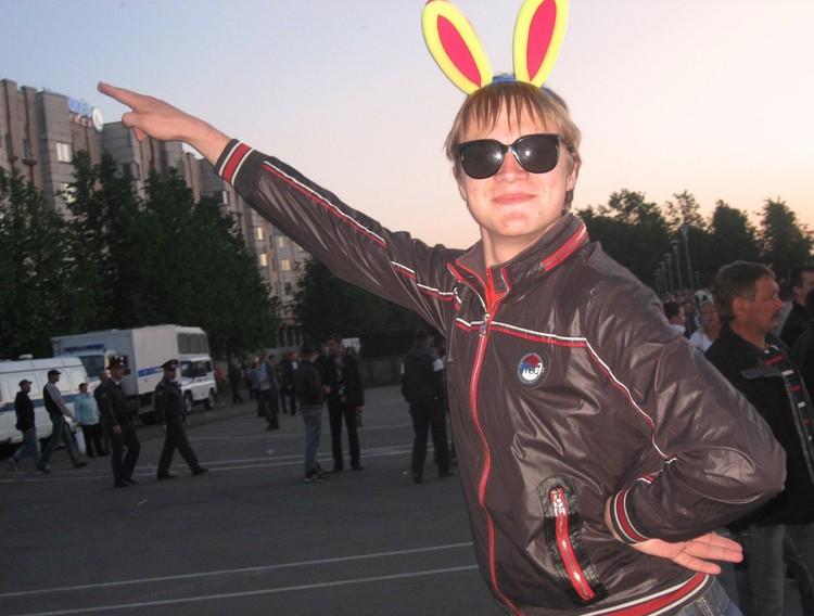 Говорушкин мог прийти на митинг и сфотографироваться на фоне полиции в виде зайчика из «Плейбоя».