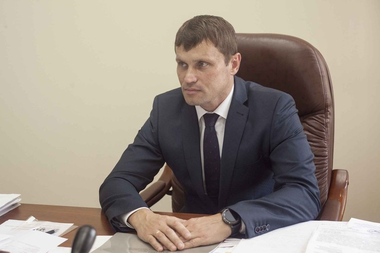 Сергей Сергеевич рассказал, что частные дома пенсионерам и многодетным семьям восстанавливают строительные бригады от центров занятости