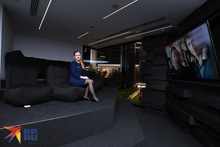 На мягких диванах можно отдохнуть в ожидании рейса