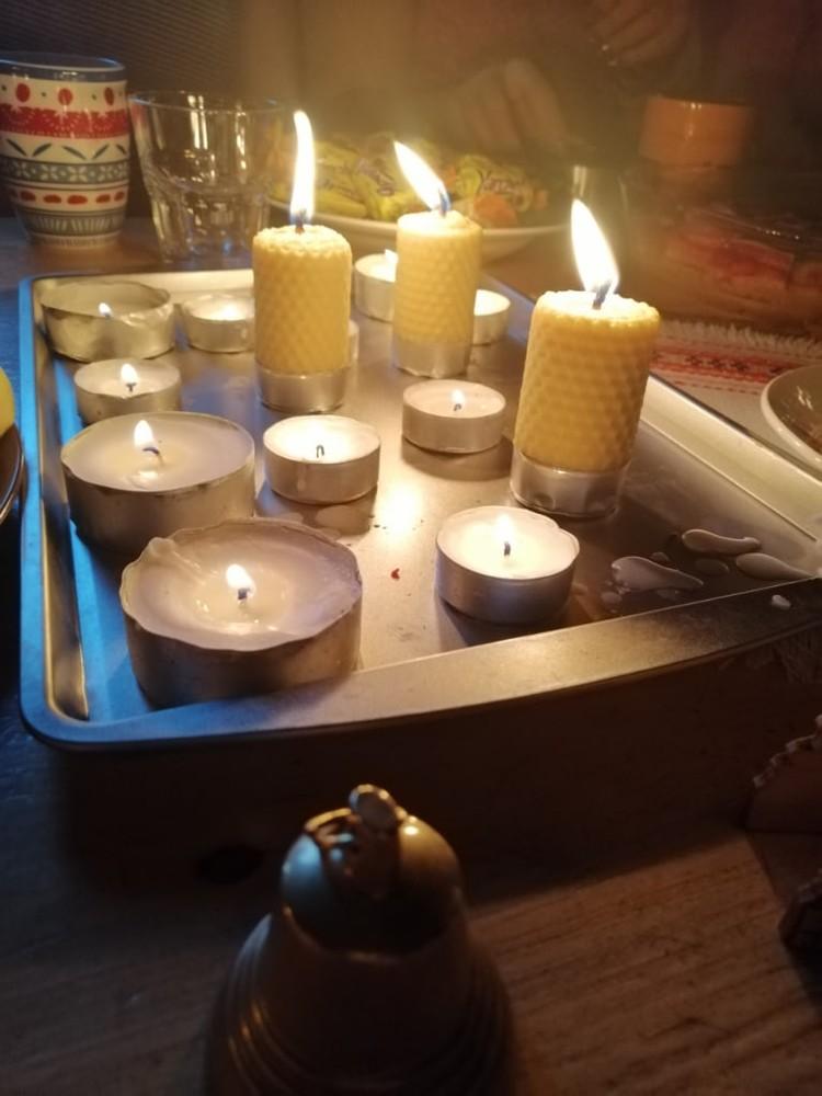 Гадания обязательно проводятся при свечах. Фото: Елизавета ТЮГАЕВА.