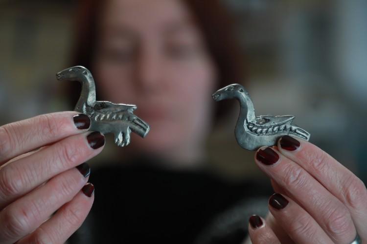 В бухте Макарова обнаружили изделия из серебра и бронзы