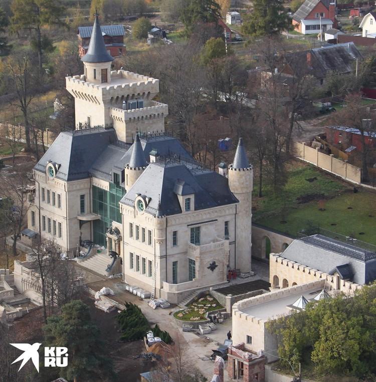 Дом Аллы Пугачевой и Максима Галкина в деревне Грязь.