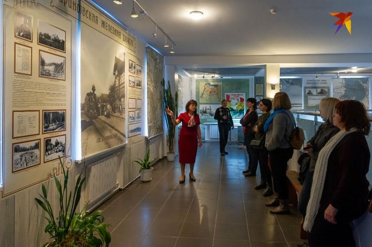 Вся экспозиция посвящена истории строительства и строителям Дороги победы, Шлиссельбургской трассы в годы войны и беспримерному героизму железнодорожников.