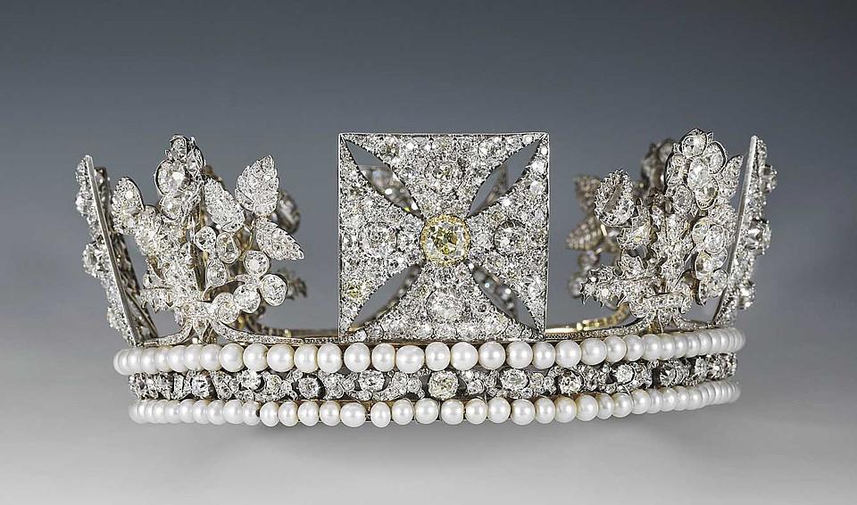 Елизавета II обычно надевает это украшение на заседания парламента. Фото: Royal Collection Trust