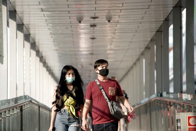 Туристы в медицинских масках на улицах Бангкока.