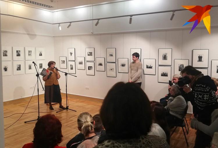 Всего на фотовыставке Ивана Комара - 100 фото.
