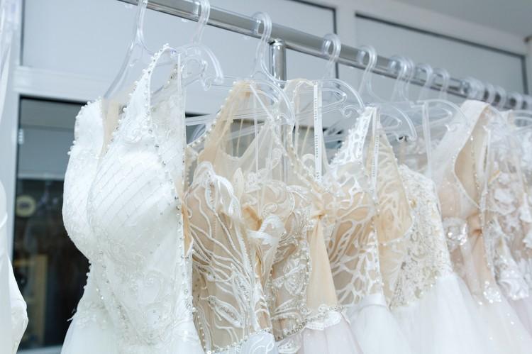 Платье, сшитое на заказ, может стоить и 100 000, и 150 000 рублей, в зависимости от желания и возможностей невесты. Фото: Диля Ахмадишина
