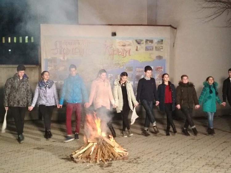 Крымские армяне свой праздник проводят у костра, зажженого от ритуальной церковной свечи