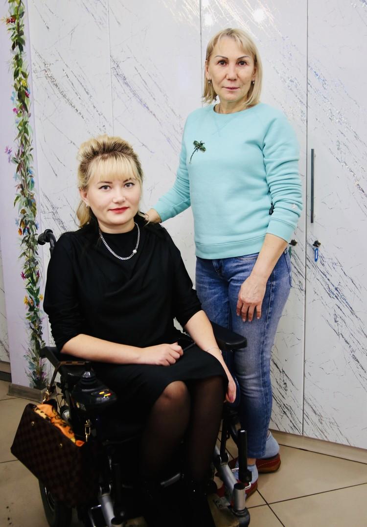 Депутат гордумы Светлана Козлова и хозяйка Салона красоты Марина Леонович.