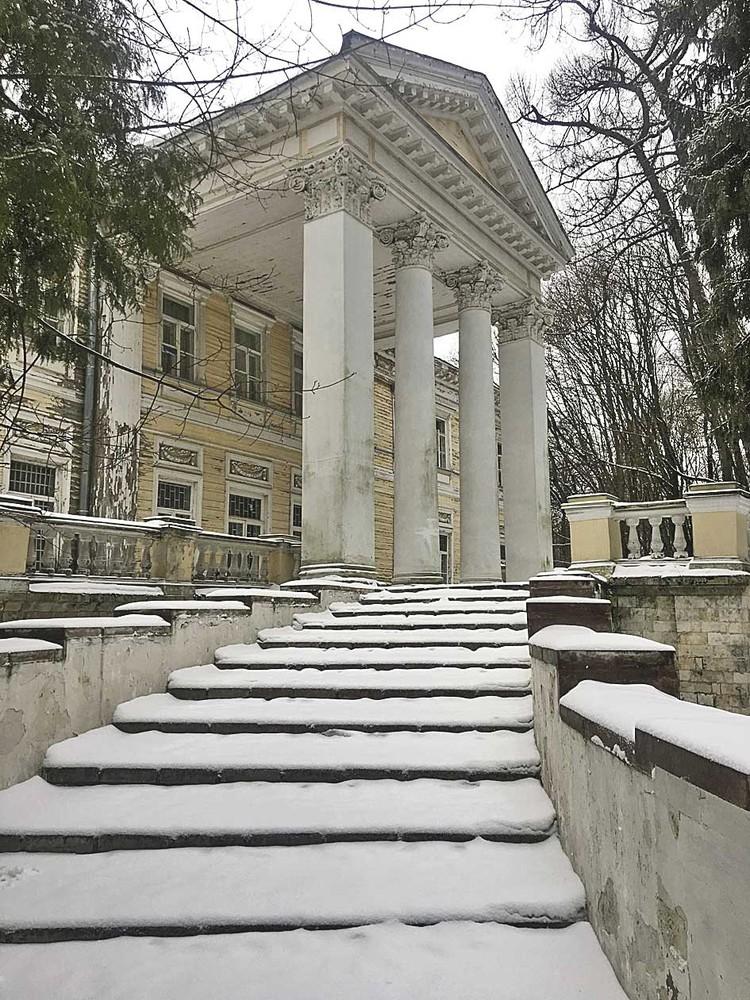По словам сотрудников санатория, особняк не реставрировался с 1917 года.