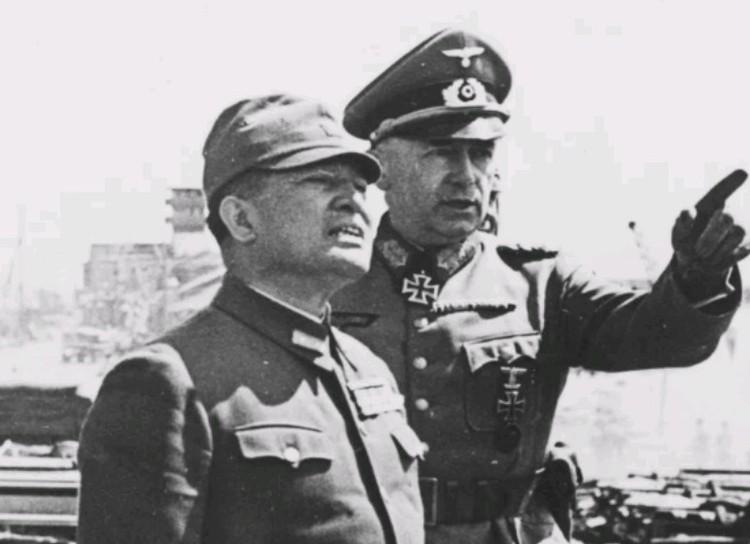 Июль 1942 г. Японский посол в Германии генерал Хироси Осима (1886—1975) и генерал Рихард Руофф (1883-1967), на Буденновском спуске в Ростове.
