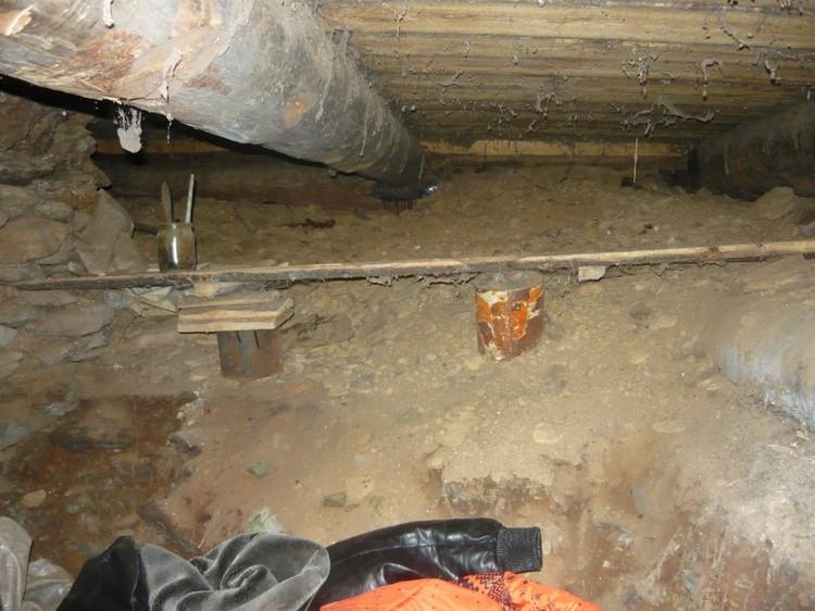Тела прятали в подполе. Фото: СУ СКР