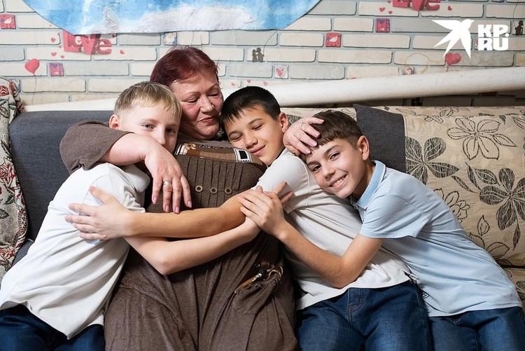 Светлана Коновалова стала для трех мальчишек настоящей мамой