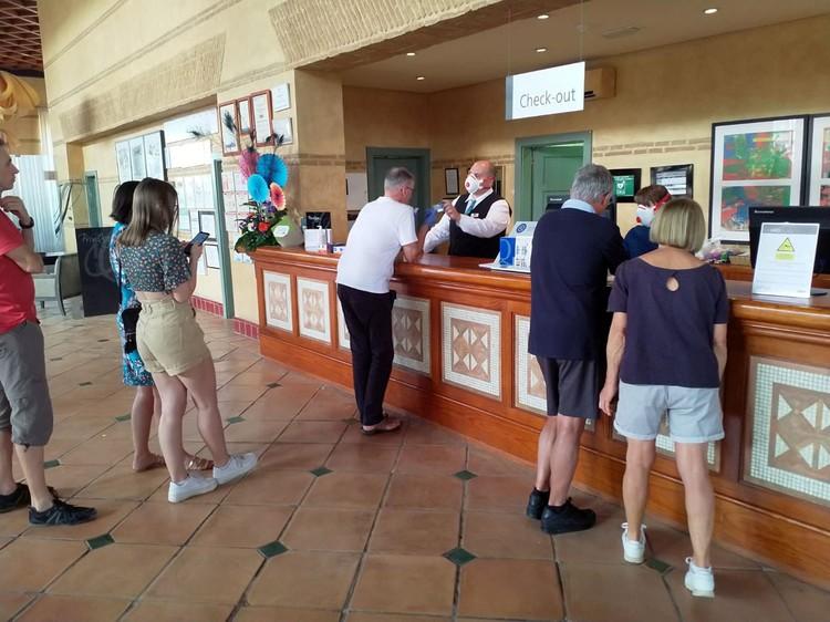 На испанском острове Тенерифе изолирован отель, где останавливался 60-летний итальянец вместе с супругой.
