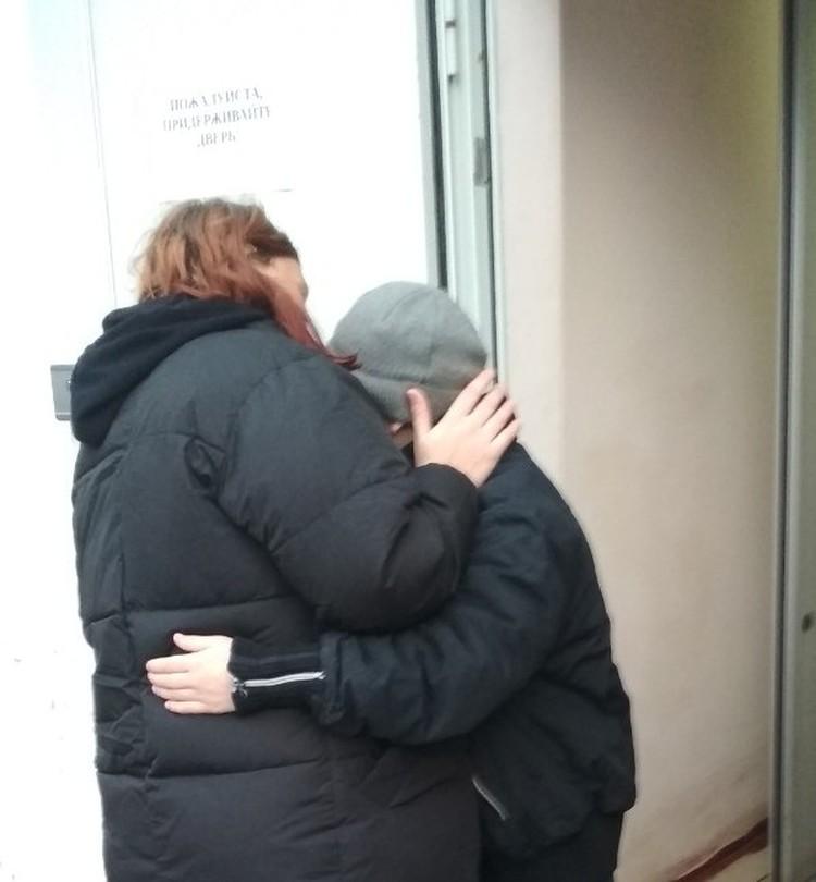 Елена навещает сына в интернате. Фото: Личный архив