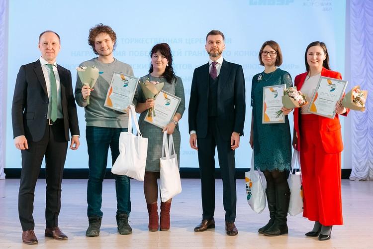 """Вот они, победители конкурса волонтерских проктов """"Люди, меняющие мир""""."""