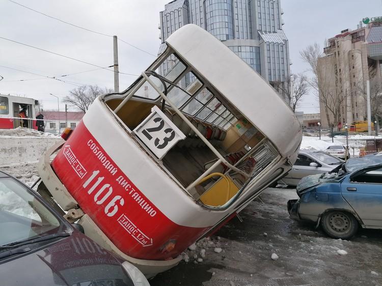 Трамвай ехал из депо