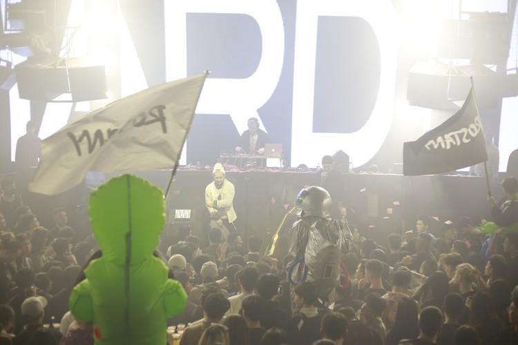 Китайские клубы - это не только формат концерт+бар+танцы, а элемент полноценной развлекательной индустрии. Фото: Личный архив