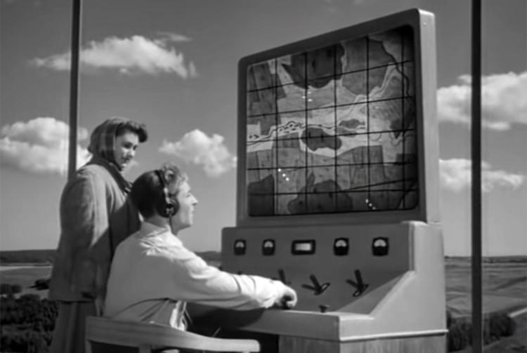 Вторая новинка «John Deere» полностью воплощает в жизнь фантазии будущего Штирлица Вячеслава Тихонова, которым он предавался еще в 50-х годах в фильме «Дело было в Пенькове»