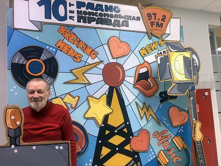 Каждый месяц на протяжении вот уже десяти лет писатель Владимир Казаровецкий продает книги в магазине Библио-глобус