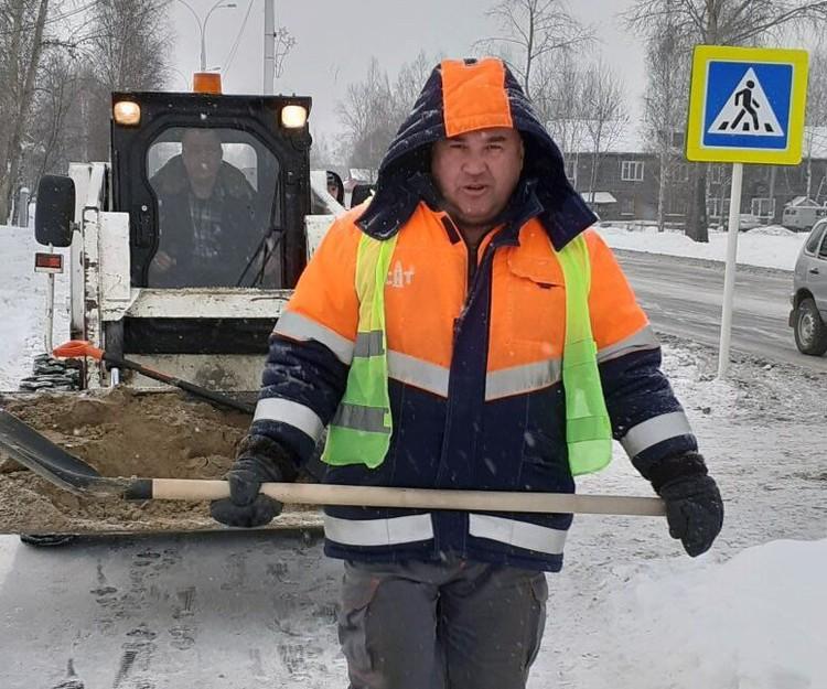 Михаил Ференц переехал из Челябинской области в ХМАО и трудится там дорожным рабочим. Фото ил личного архива героя материала.