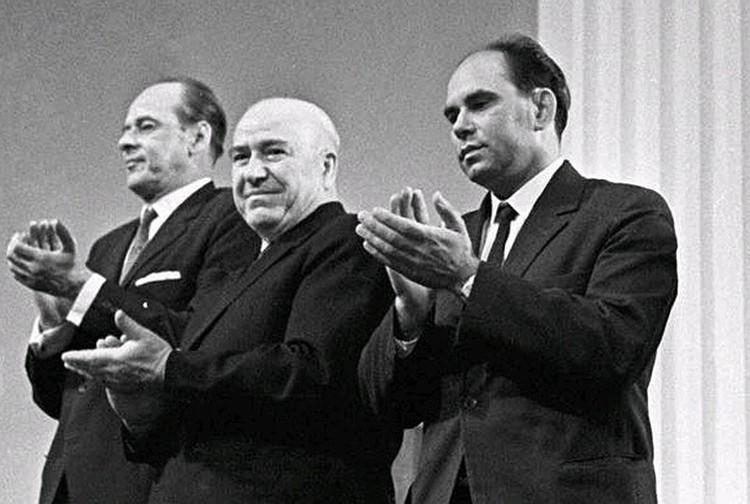 В 1964 году книге журналиста «Комсомольской правды» Василия Пескова «Шаги по росе» была присуждена Ленинская премия. Фото: Личный архив В. М. Пескова