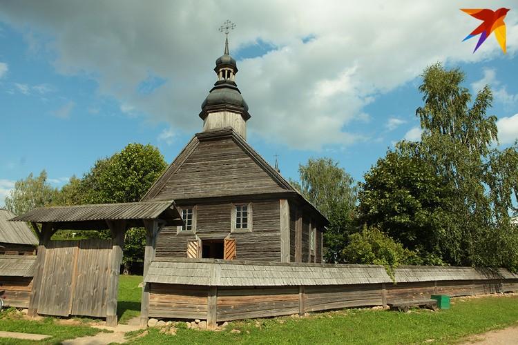 Аутентичная деревянная хата.