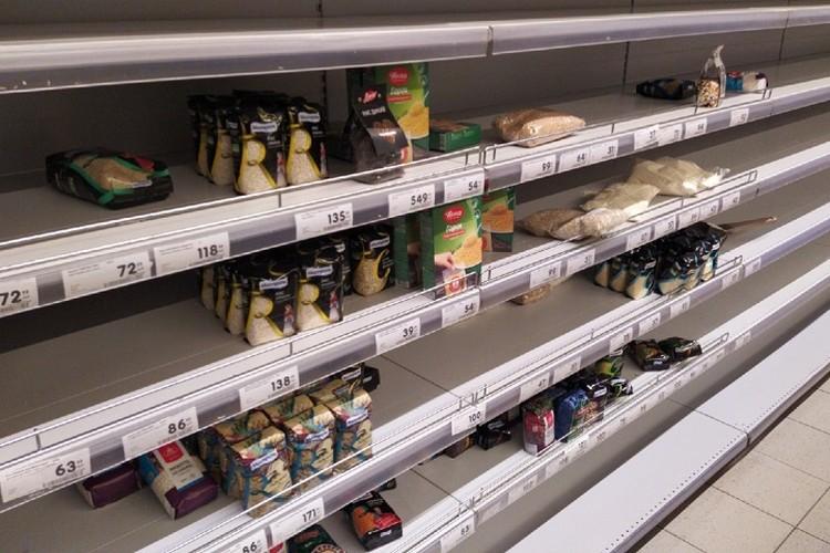 Горожане отмечают, что паника в магазинах не из-за вируса, а закрытия гипермаркета