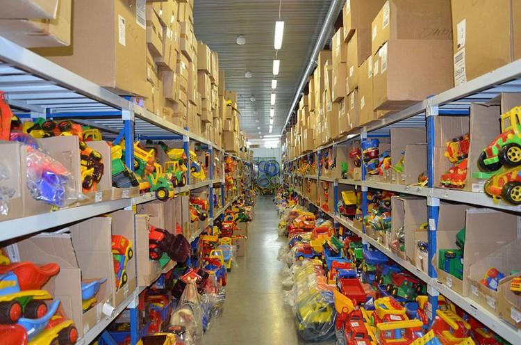 70% ассортимента в «Игромире» составляют именно российские игрушки. Также среди производителей есть Беларусь, Польша, Германия, Финляндия. Фото с сайта igromir.net