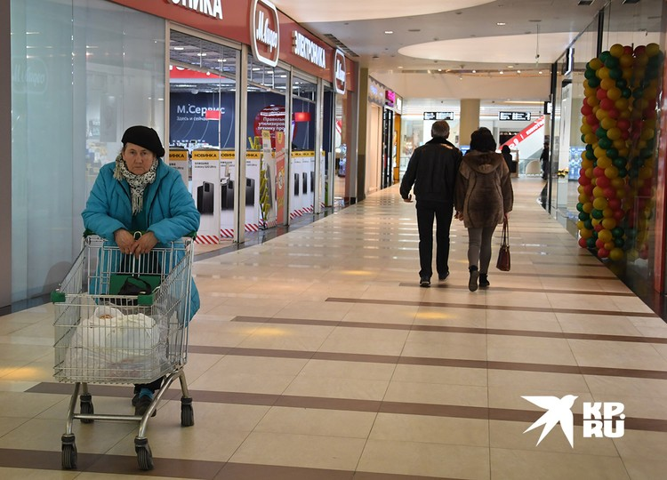 В торговых центрах Москвы сейчас немноголюдно.