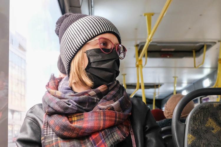 Салоны автобусов каждый день обрабатывают обеззараживающими средствами.