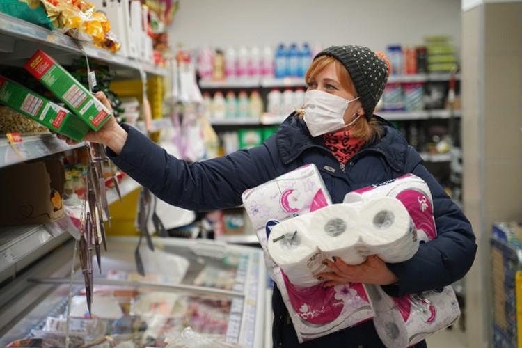 А вот с продуктами в магазинах закрытых городов все в порядке.