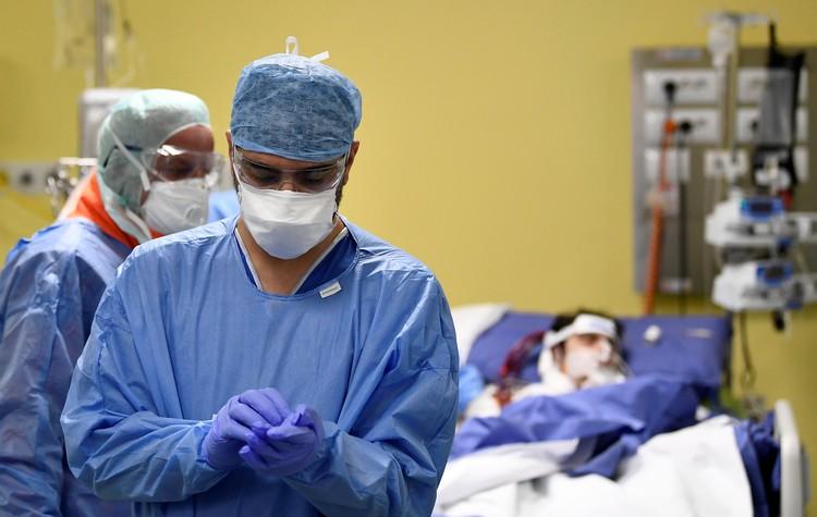 Число жертв коронавируса в Италии превысило 10 тысяч человек.