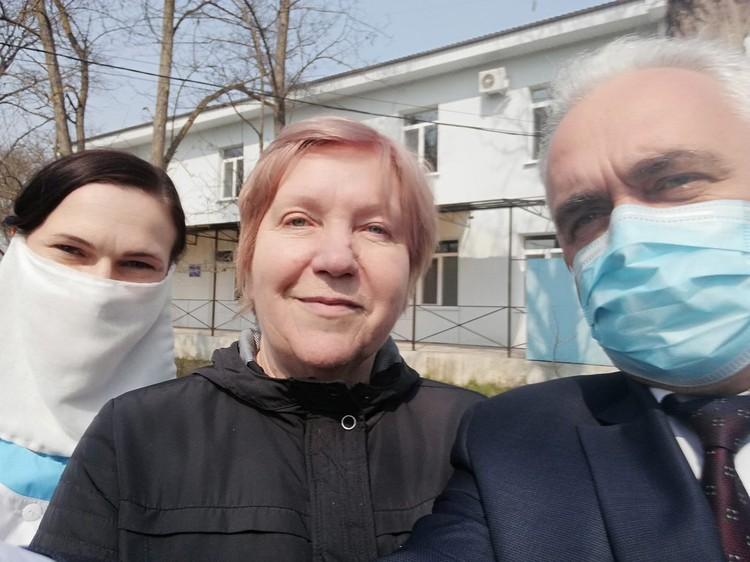Женщина уже может позволить себе находится без маски в обществе. Фото: Александр Овдиенко/facebook