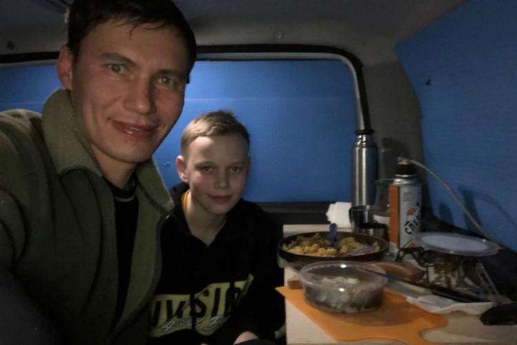 Станислав с сыном Сашей. Фото: Станистлав ТОЛСТНЕВ
