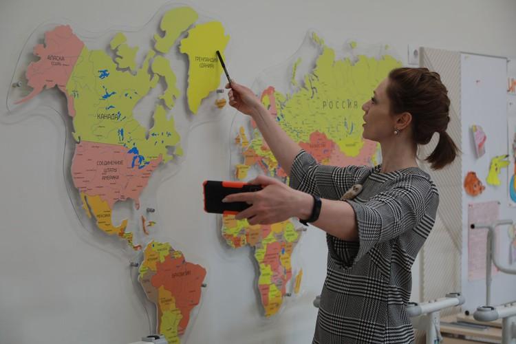 По данным исследований компьютерной грамотности учителей, проведенных в 2018-2019 годах, уверенно работали в онлайн среде только 12-14 % педагогов.