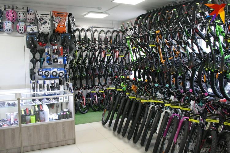 Начался сезон велопрогулок, но в веломагазине клиентов непривычно мало.