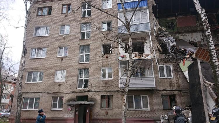 Как сообщили kp.ru в ГУ МЧС по Московской области, в квартире на третьем этаже случился хлопок газа. Сдетонировала газовая колонка. Фото: Пресс-служба МЧС