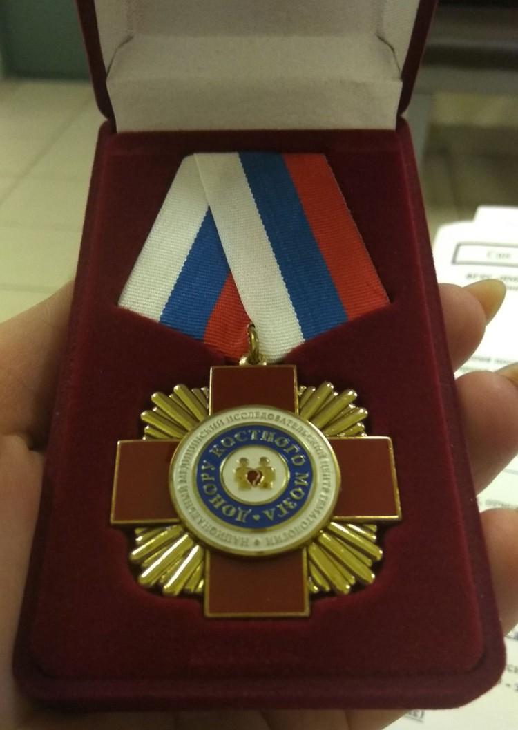 """Доноры получают памятные награды за свою помощь. Фото предоставлено """"Комсомолке"""""""