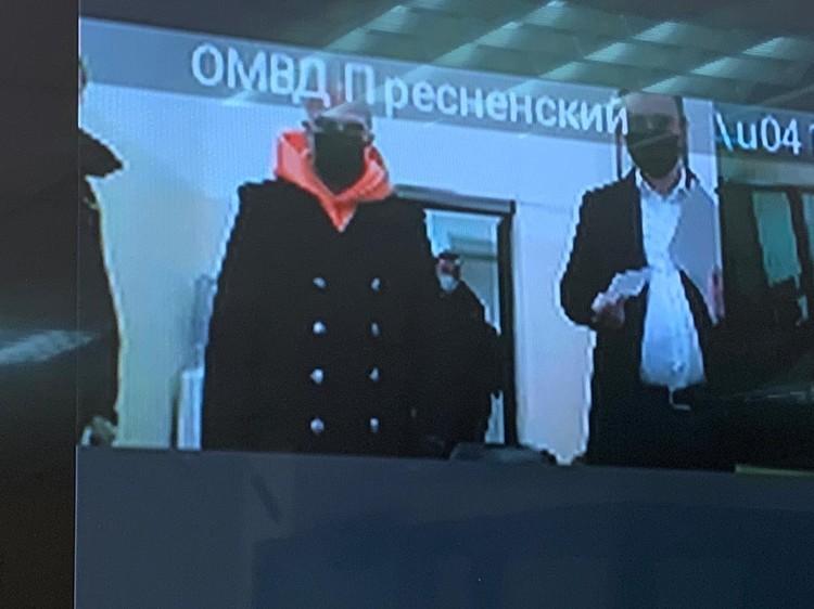 Перед судьей Иисус Воробьев предстал в максимально эффектном виде. Фото: Предоставлено пресс-службой Пресненского суда