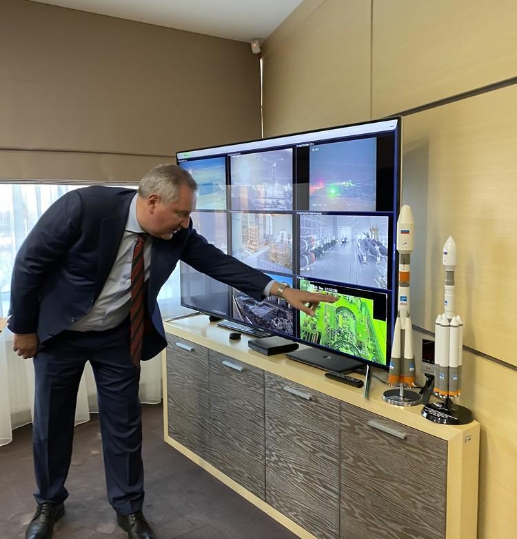 """В кабинете Дмитрия Рогозина стоит экран, на котором в режиме реального времени показано как идет стройка стартовой позиции под """"Ангару"""" на космодроме Восточный."""