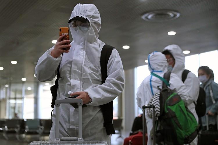 Пассажиры в терминале аэропорта Шереметьево. Фото: Сергей Савостьянов/ТАСС