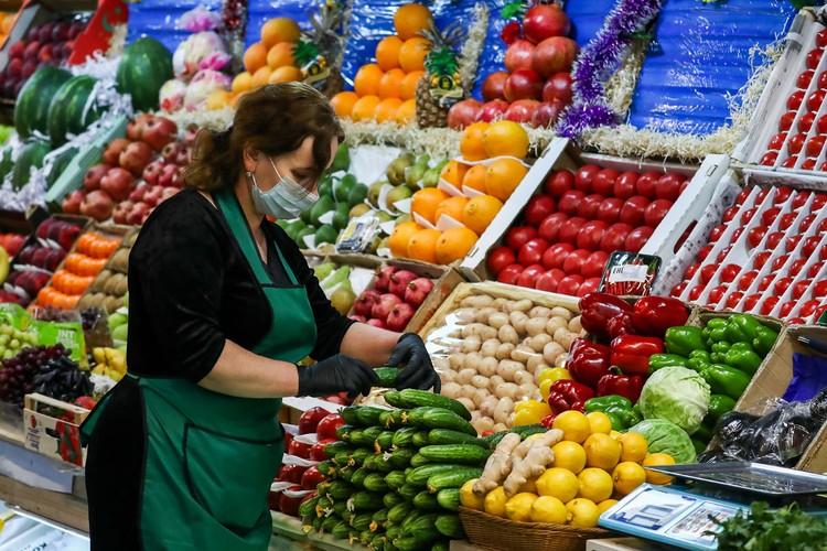 Теперь, по сообщению ведомства, федеральные торговые сети вернули товар на прилавки и установили на него «справедливую рыночную цену в 400-700 рублей за килограмм». Фото: Антон Новодережкин/ТАСС