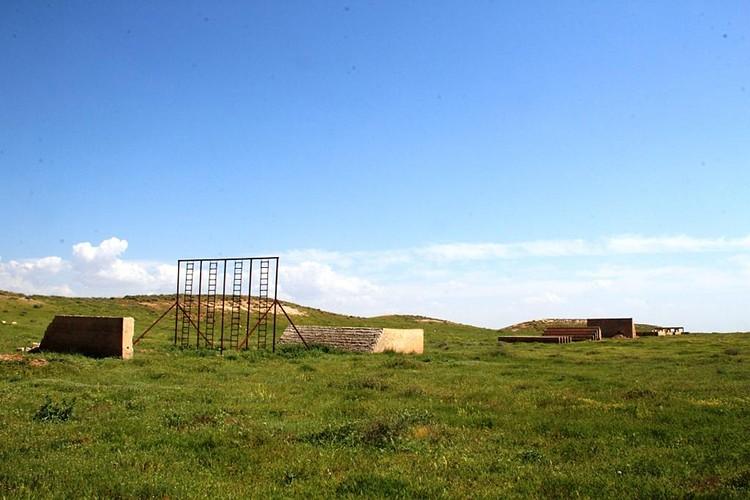 Экстремисты варварски разместили прямо на руинах Эблы свой тренировочный лагерь с полосой препятствий и стрельбищами