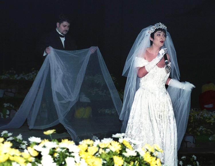 Лолита лишилась возможности иметь детей во время съемок очередного клипа с мужем Александром Цекало.
