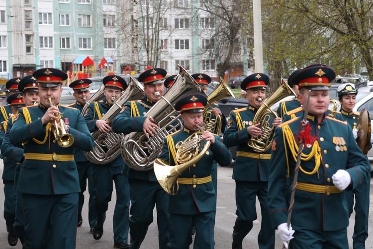 Для разведчика, штурмовавшего Берлин, провели персональный плац-парад