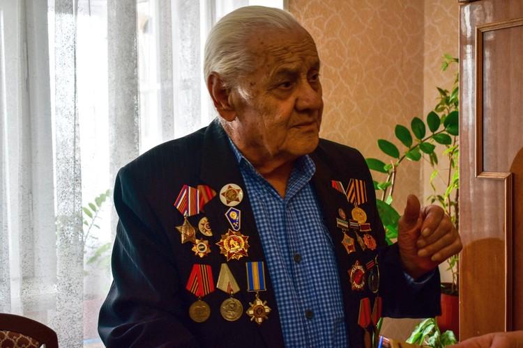 Нури Абибуллаев получил свой Орден Мужества и другие награды уже будучи взрослым