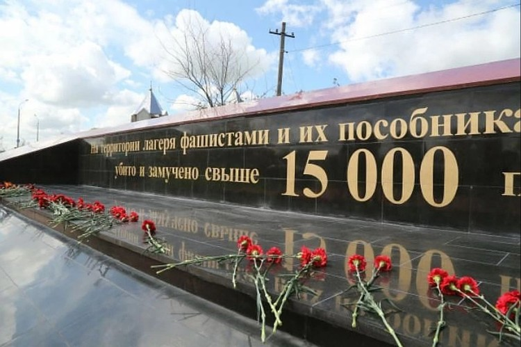 Историки пока сходятся на цифре в 15 тысяч жертв. Именно ее увековечили на стене мемориала. Фото: ГС РК