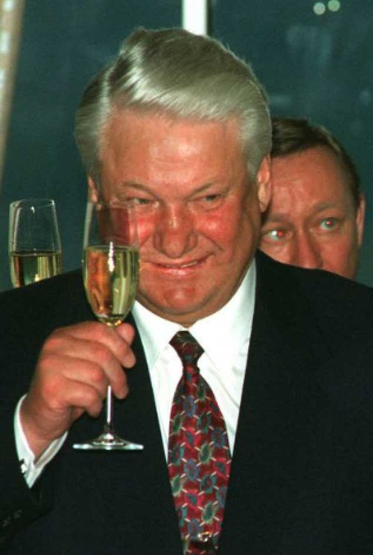 Выпивал Борис Николаевич весело.